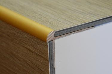 Cena za kus: Schodový profil pro krytiny do 3mm 270cm, Dekor Zlatá E00