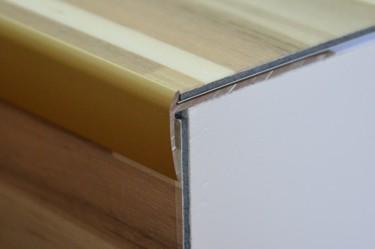 Cena za kus: Schodový profil pro krytiny do 2mm 270cm, Dekor Zlatá E00