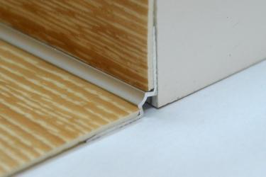 Cena za kus: Schodový vnitřní profil pro krytiny do 3mm 270cm, Dekor Zlatá E00