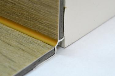 Cena za kus: Schodový vnitřní profil pro krytiny do 5mm 270cm, Dekor Zlatá E00
